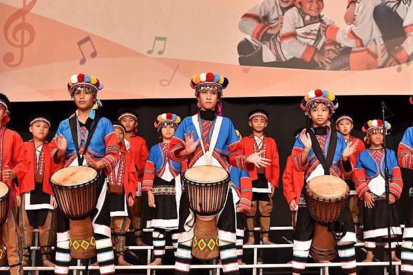 台灣兒童合唱團用歌聲唱出生命的感動(台灣世界展望會提供)