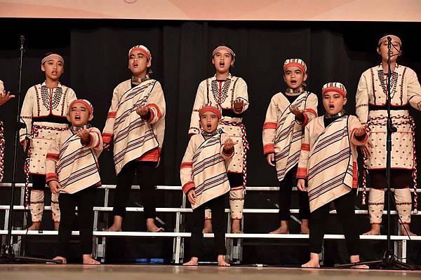 台灣兒童合唱團用歌聲唱出對資助人及捐款人的感謝(台灣世界展望會提供)