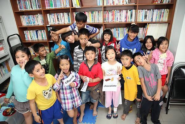 台灣世界展望會與愛心企業安佳永紐合作,幫助貧困兒童擁有營養健康成長。(台灣世界展望會提供)