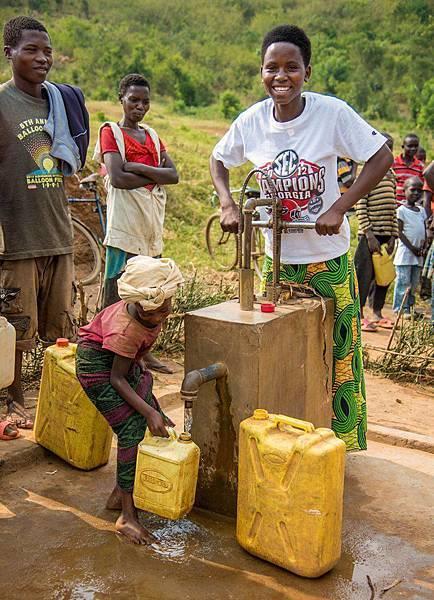 世界展望會的水資源方案,以及協助建設基礎衛生設施,幫助那些因缺乏乾淨水、衛生設施而罹病的弱勢兒童享有健康。(台灣世界展望會提供)