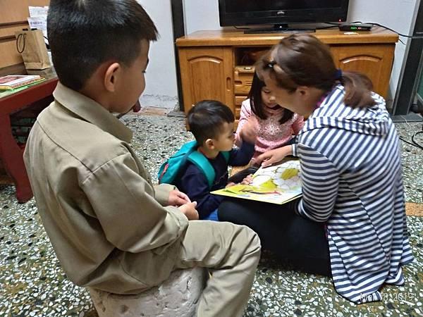 陪讀班許多媽媽需要負坦家計還要照顧子女,即便是母親節,也無心為自己過節.jpg