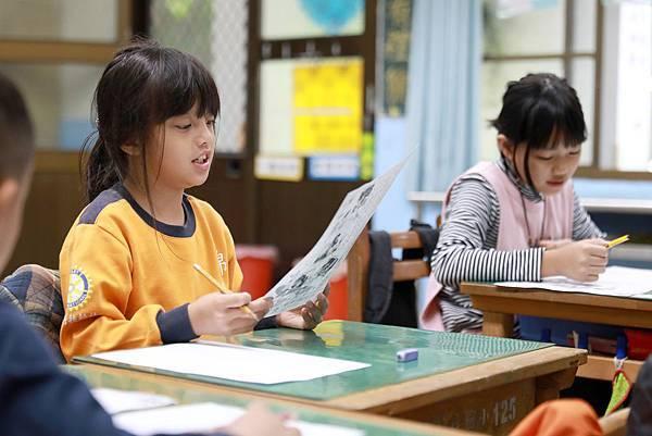 台灣世界展望會邀請民眾資助國內兒童,或捐款支持助學行動,讓貧困孩子在更多關愛與支持下快樂、健康地成長,安心順利上學,並擁有更多開拓天賦、發展自我....jpg