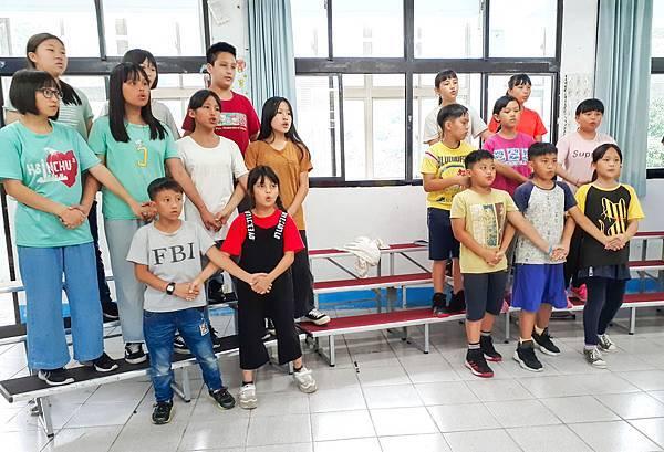 透過台灣兒童合唱團,使經濟弱勢家庭、偏鄉地區孩子們擁有學習才藝、發展天賦的機會,更使他們增進自信、拓展視野。(台灣世界展望會提供).jpg