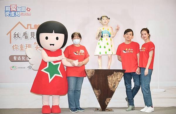 圖4. 家扶聯手GRANDI格帝集團,將台灣兒虐案例視覺化,打造一座「受虐兒的總和–小芙」雕像,邀請黃子佼與孟耿如擔任藝術總監,參與雕像創意發想與製作討論。.jpg