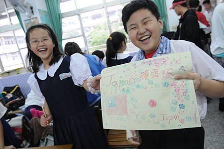 「日本加油!」重慶國小四年級同學用最開朗的笑容溫暖日本小朋友的心(台灣世界展望會提供).JPG