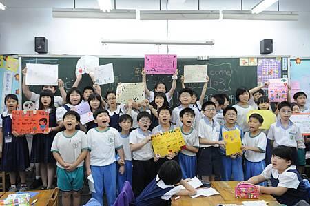 「不要放棄」、「加油」、「我們和你在一起」!這些重慶國小四年級學童的愛與友誼,將透過台灣世界展望會送達日本學童的手中溫暖他們的心(台灣世界展望會提供).JPG