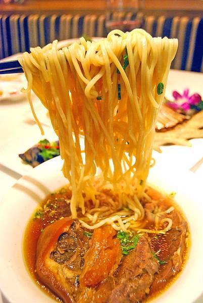 1牛肉麵 (100)