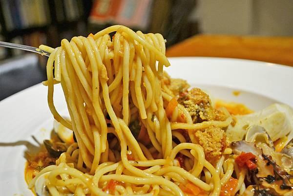 芝士簡餐咖啡館_茄汁海鮮義大利麵2