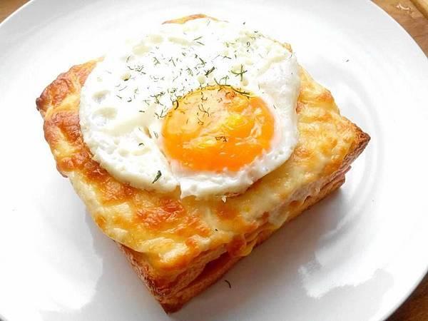 台中隱巷早午餐|招牌法式太陽蛋手作吐司