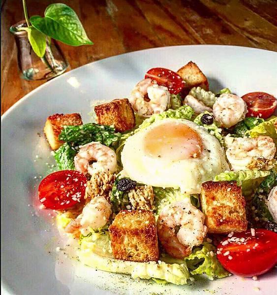 台中隱巷早午餐|鮮蝦蒜香沙拉