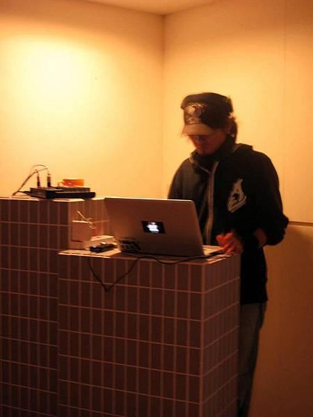 no.44 Lab DJ:成文 (21:00~22:00pm)
