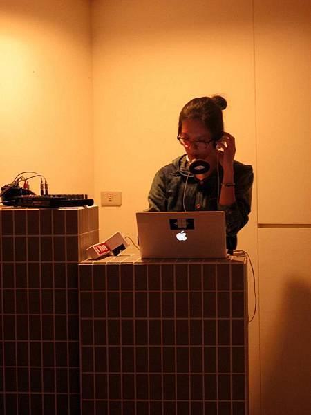 no.44 Lab DJ:菜堡 (22:00~23:00pm)