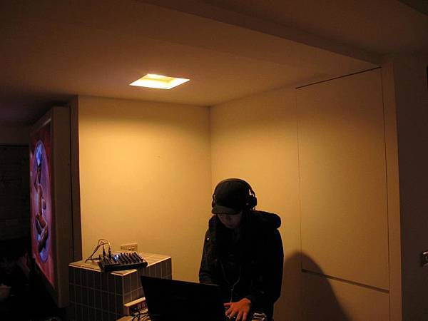 no.44 Lab DJ:Coka (23:00pm~00:00am)