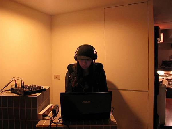 no.44 Lab DJ:Coka (23:00pm~00:00am)