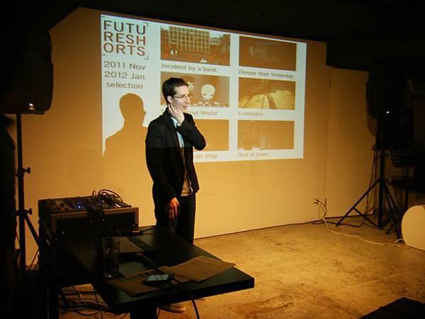 主辦人說明影展源由與介紹影片。