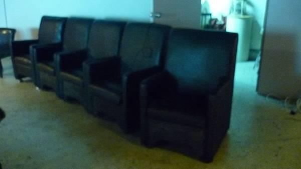 黑鱷魚紋單人沙發5張,裝況良好,200元/張
