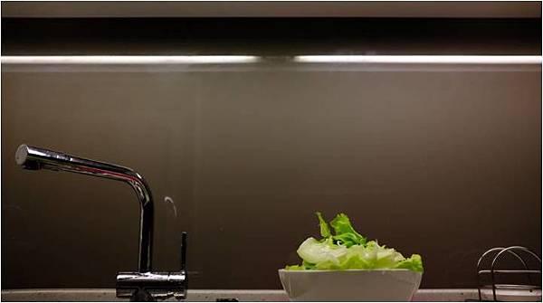 烤漆玻璃牆面.jpg