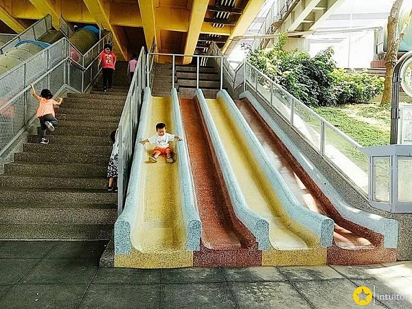 永福橋下滑梯3.jpg