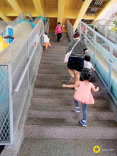 永福橋下滑梯5.jpg