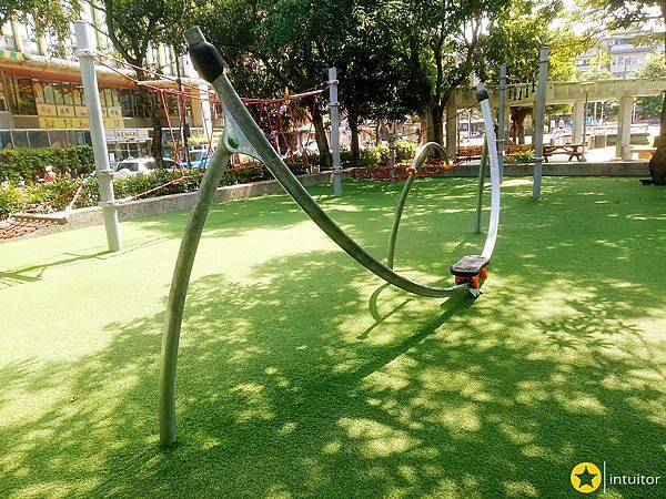 玉成公園滑輪擺盪.jpg