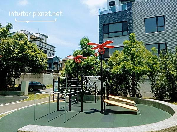 林口樂活公園成人健體設備1.jpg