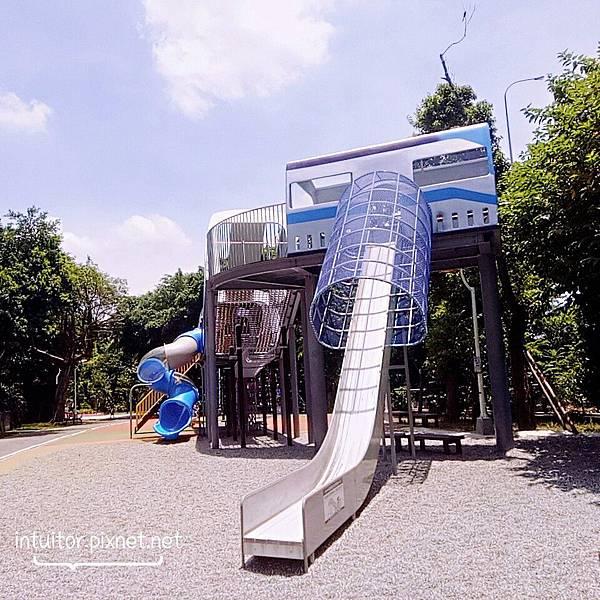 林口樂活公園四米滑梯.jpg