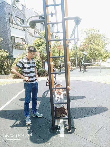林口樂活公園成人健體設備3.jpg