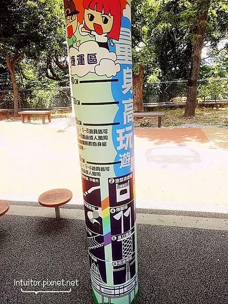 林口樂活公園捷運車廂遊具5.jpg