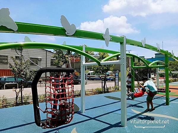 林口樂活公園鞦韆.jpg