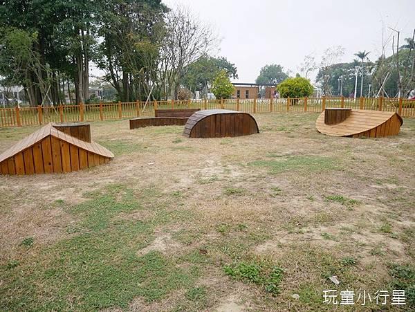 山上花園水道博物館毛小孩專區3.JPG