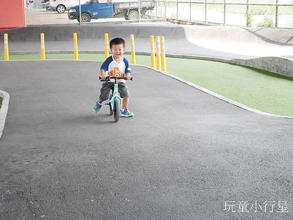 兒童腳踏車滑步車直排輪滑板練習場地,中彰運動公園夢想輪動場/機車考照練習場