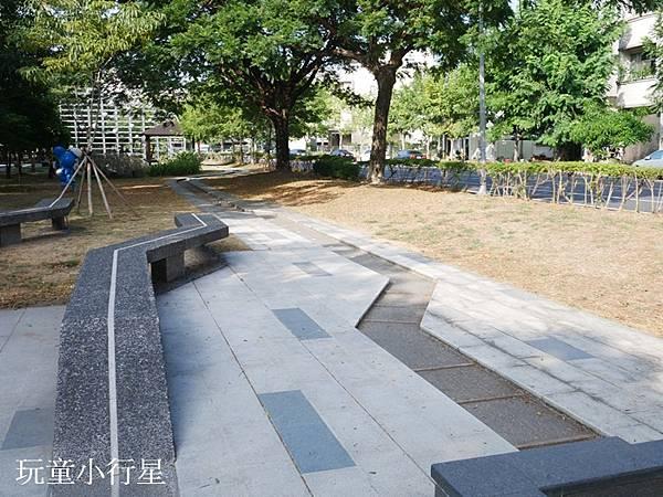 新營美術園區童年狂想曲4.JPG