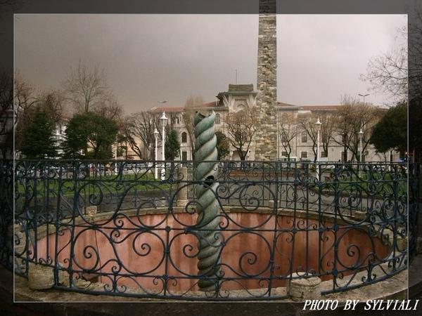 伊斯坦堡-蛇碑01.jpg