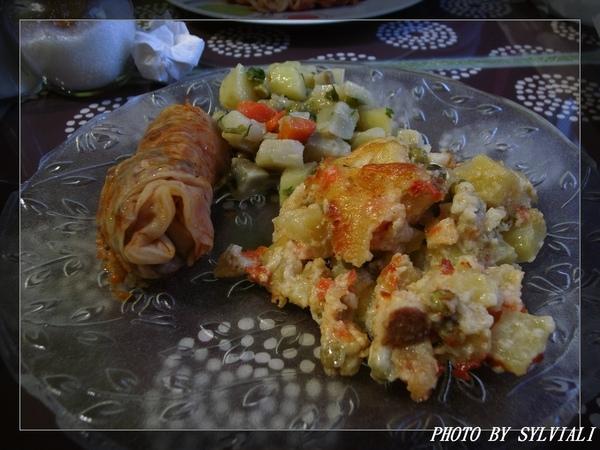 高麗菜捲飯及雞肉沙拉等.jpg