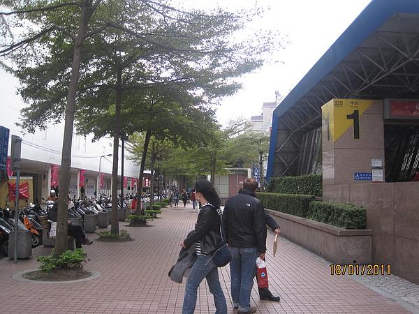 中山站出口跟小巷子