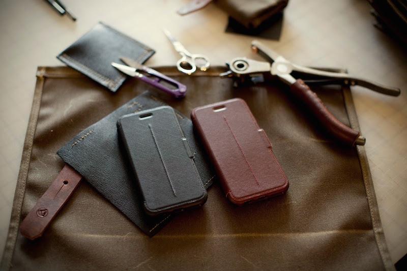 Strada 系列是唯一使用皮革的智能手機保護殼擁有OtterBox值得信賴的保護功能設有書本式蓋板  ,Strada 系列牢固地保護你的 iPhone 6,打開蓋板後, 你可以發現方便你的信用卡或現金插槽。  此外,Strada 系列充分照顧你的iPhone6,提供了防摔、防震保護。高檔手工打造風格配以堅固  的保護,Strada系列集時尚和保護於一身。