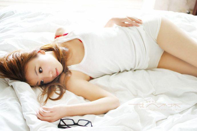 性感美女的修长嫩白双腿和小可爱