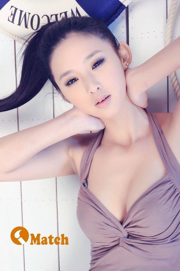 性感美女手如柔荑肤如凝脂<wbr>粉嫩爆乳的诱惑