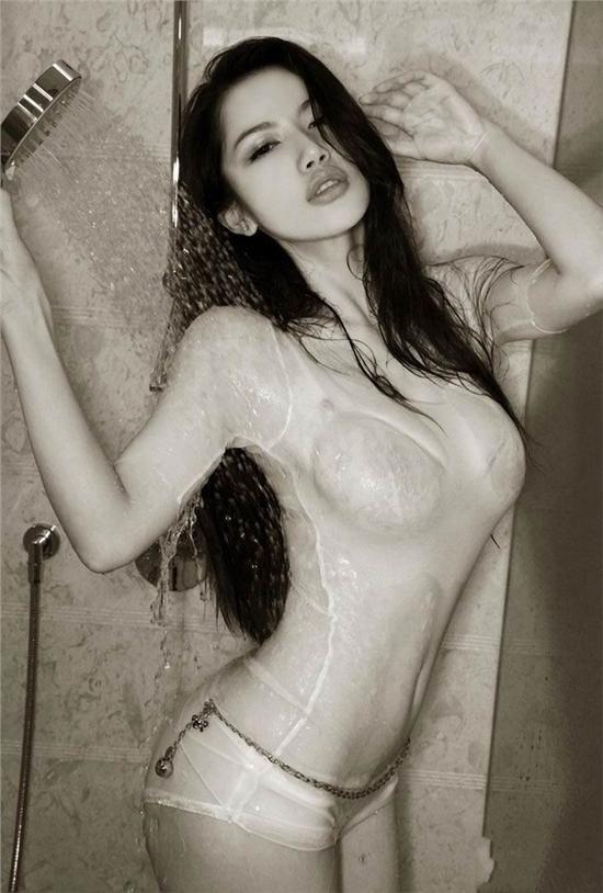 性感美女极度魅惑<wbr>小舒淇潘霜霜露点湿身爆乳私房照