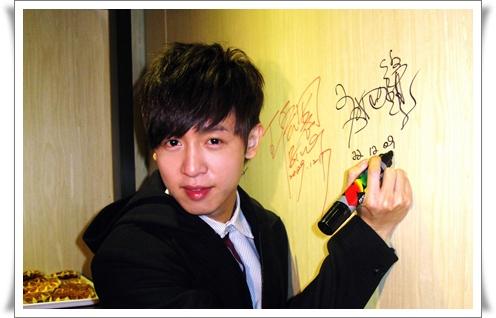 方炯賓簽名8x12.jpg