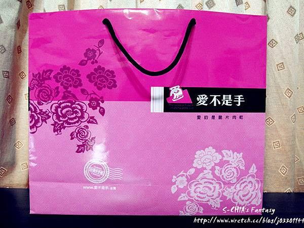 16.紙袋跟禮盒的設計是一樣的!