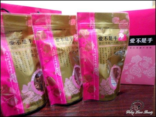 6.外包袋是使用桃粉/金配色,簡樸卻又不失華麗