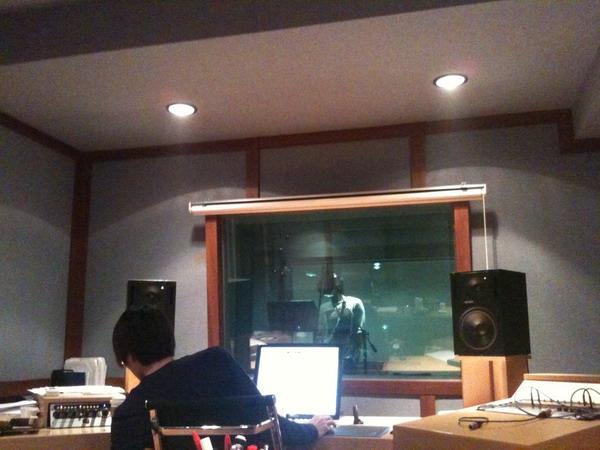 20101107 錄音中的申歌手1.jpg
