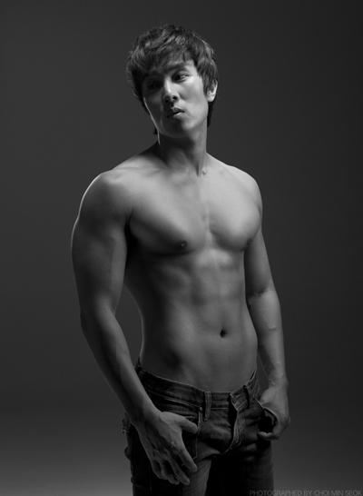 Muscle man Kim Dong Wan