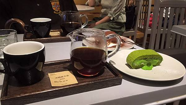 啜飲咖啡IMG_3531縮小.jpg