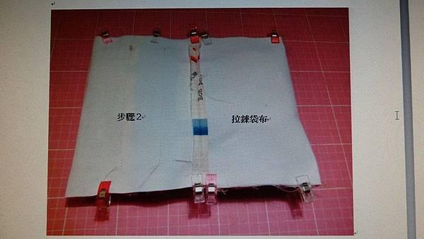 2.兩側車縫固定留一返口(於步驟2一邊留)