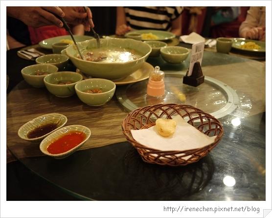 Bali206-珍寶皇家貴族晚餐(分裝米粉湯).jpg