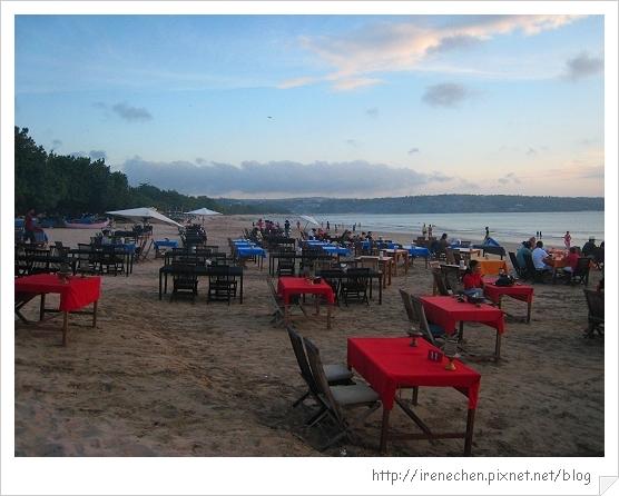 Bali482-金巴蘭海灘吃海鮮.jpg