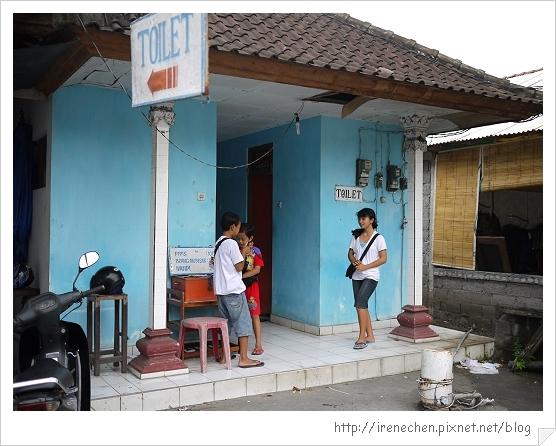 Bali180-海神廟廁所很簡陋.jpg