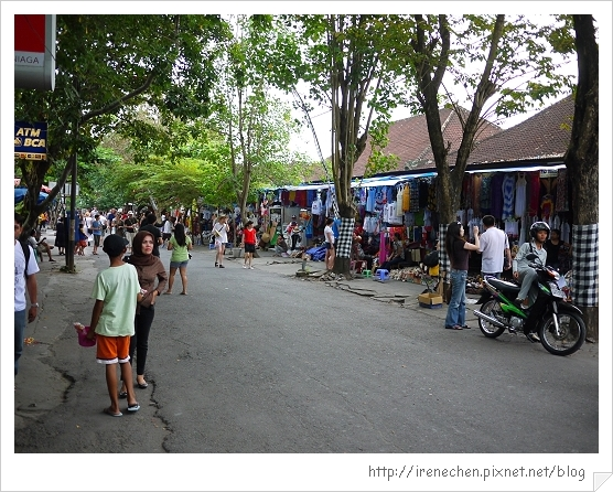 Bali179-往海神廟的街景.jpg